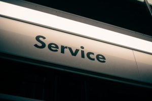 A sign that says service.